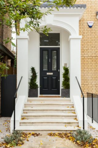 玄关白色楼梯简欧风格装潢设计图片