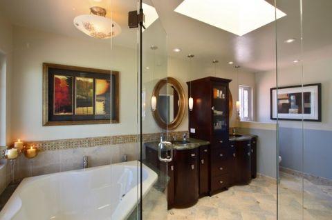 卫生间白色隔断简欧风格装潢图片