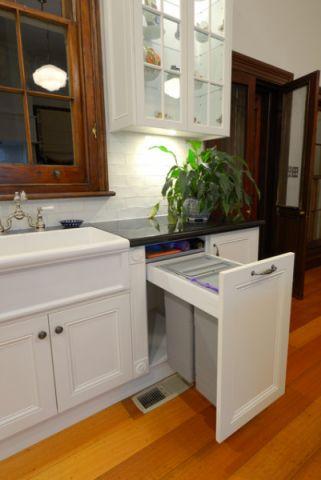 厨房白色橱柜简欧风格装修图片