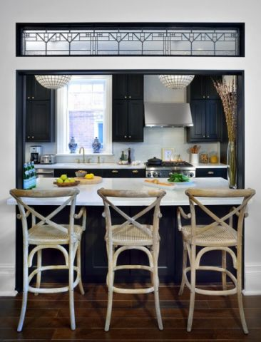 厨房黑色吧台美式风格装修图片