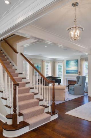 米色楼梯美式风格装潢效果图