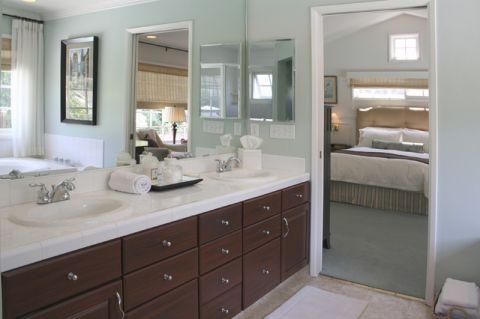 卫生间蓝色背景墙美式风格装潢效果图