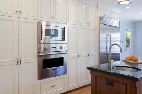 厨房米色橱柜美式风格装修设计图片