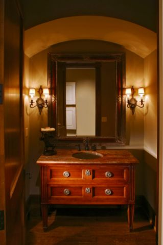 卫生间咖啡色背景墙美式风格装饰图片