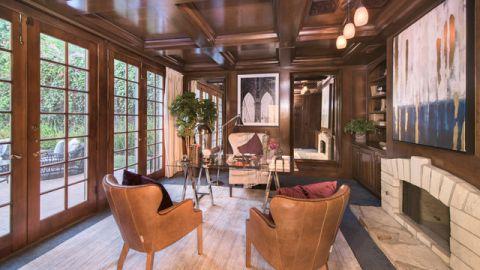 书房咖啡色背景墙美式风格装潢设计图片