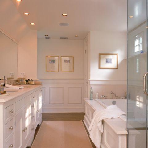 浴室白色浴缸美式风格装潢图片