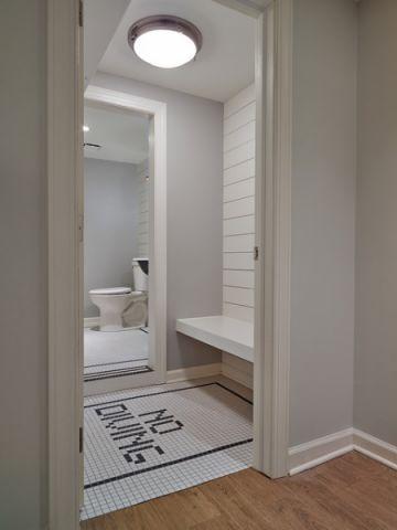 卫生间白色隔断美式风格装修设计图片