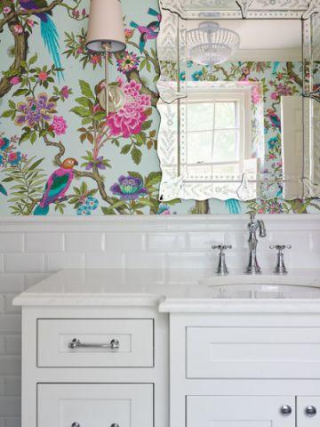 卫生间彩色梳妆台美式风格装修效果图