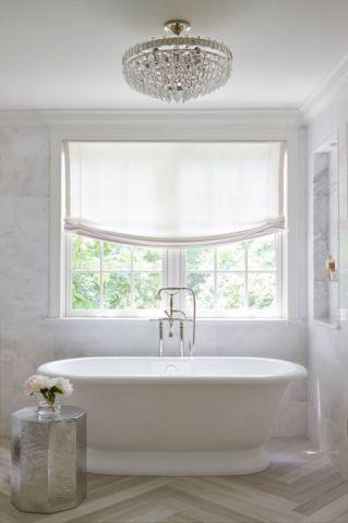 浴室白色浴缸美式风格装饰效果图