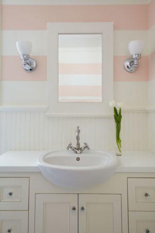 卫生间粉色梳妆台美式风格装潢效果图