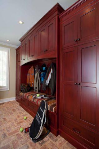 玄关红色衣柜美式风格装饰图片