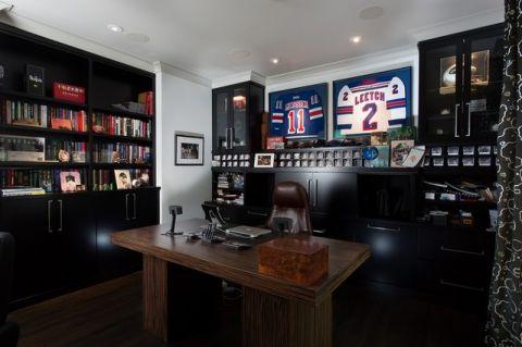 书房咖啡色书架美式风格装修设计图片