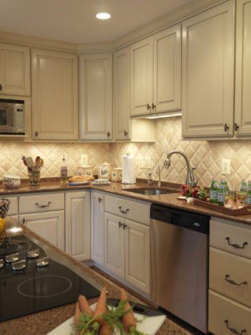 厨房米色橱柜简欧风格装修图片
