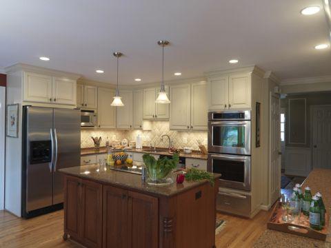 厨房米色吧台简欧风格装修设计图片