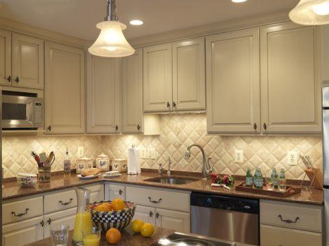 厨房米色橱柜简欧风格装饰设计图片