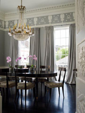 餐厅咖啡色餐桌简欧风格装潢效果图