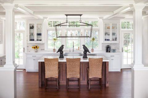 厨房咖啡色餐桌简欧风格装潢设计图片