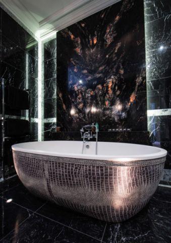 浴室黑色浴缸简欧风格装修效果图