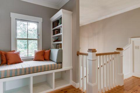 起居室米色飘窗简欧风格装修设计图片