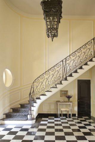 玄关米色楼梯简欧风格装潢效果图