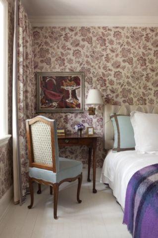 卧室咖啡色背景墙简欧风格装修图片