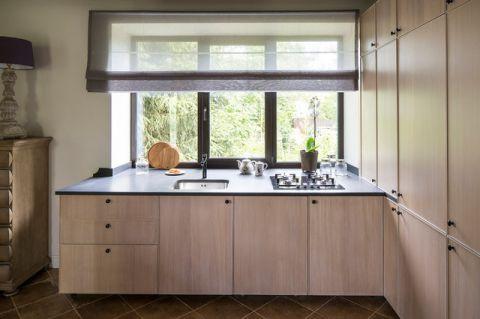 厨房米色橱柜混搭风格装修效果图