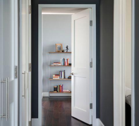 客厅白色走廊现代风格装潢效果图