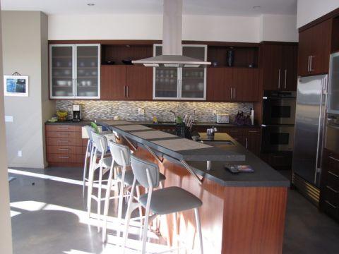 厨房黄色吧台现代风格装潢设计图片