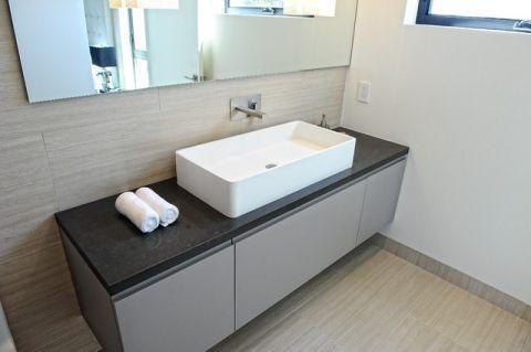 浴室黑色梳妆台现代风格装饰图片