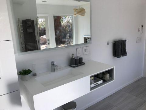 浴室梳妆台现代风格效果图
