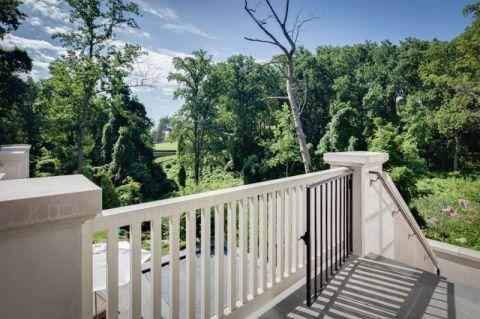 阳台白色走廊美式风格装潢设计图片