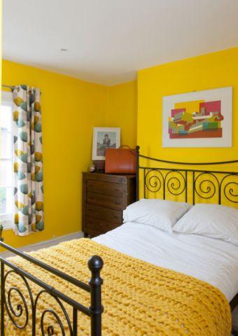 卧室黄色床头柜简欧风格装饰设计图片