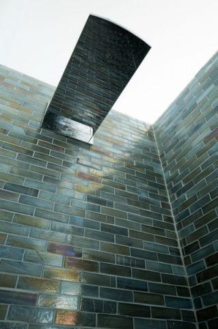 卫生间蓝色细节简欧风格装潢效果图