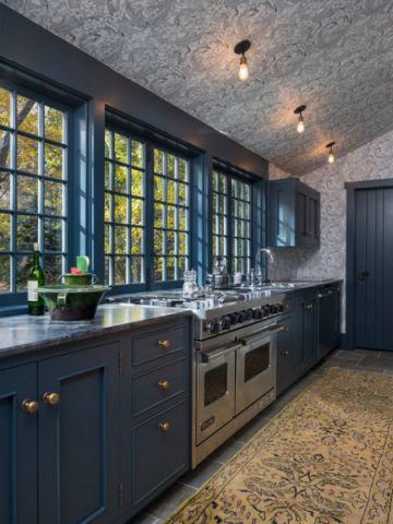 厨房蓝色橱柜简欧风格装修效果图