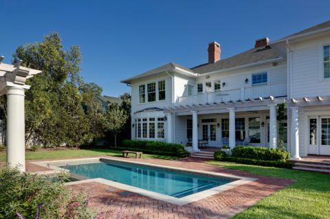 外景白色泳池简欧风格装潢设计图片