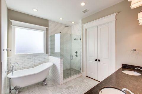 卫生间白色浴缸简欧风格装饰效果图