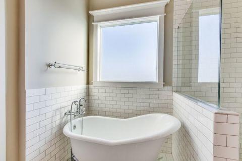 卫生间白色浴缸简欧风格装修图片