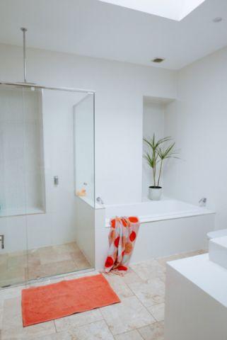 卫生间白色浴缸混搭风格装修效果图