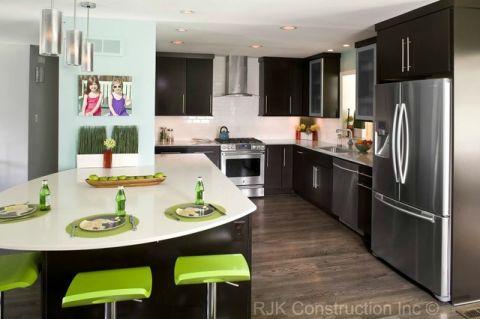 厨房黑色不锈钢橱柜室内装修设计