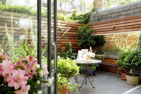 阳台现代风格装潢图片