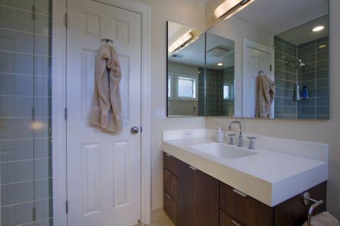 卫生间白色现代风格装修图片