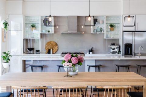 厨房白色橱柜现代风格装修设计图片