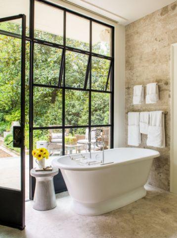卫生间浴缸美式风格装潢效果图