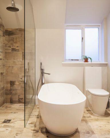 卫生间浴缸美式风格装修效果图