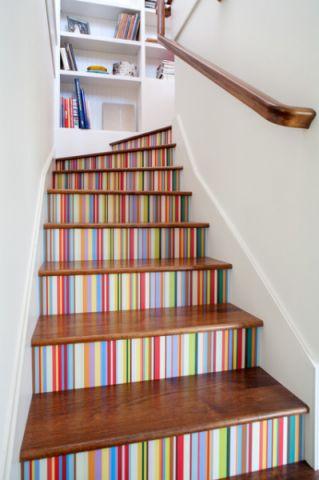 客厅彩色楼梯美式风格装潢效果图