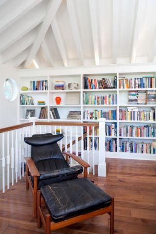 客厅白色背景墙美式风格装饰图片