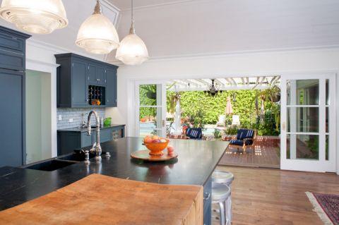 厨房白色隐形门美式风格装饰设计图片