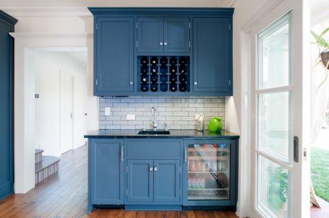 厨房白色背景墙美式风格装潢设计图片