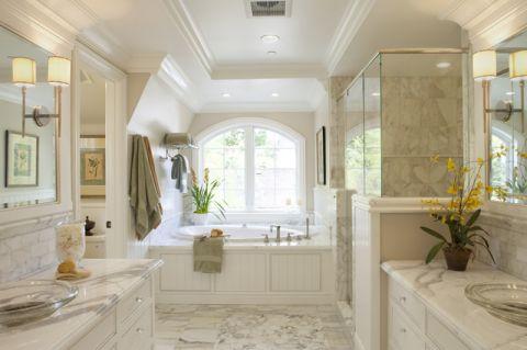 卫生间白色背景墙简欧风格装修图片