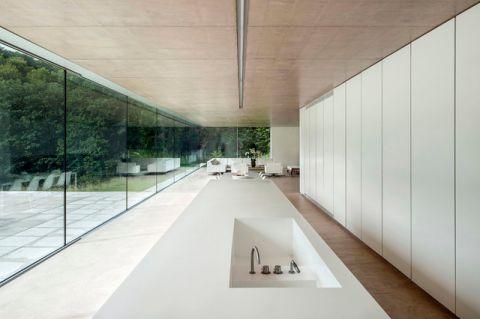 白色走廊现代风格装潢图片